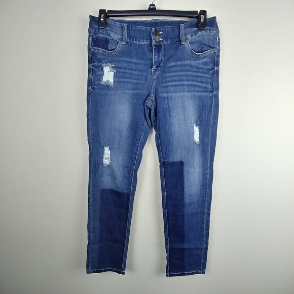 f7f56ed6a6a1 NYC Soho Women NY Boyfriend Jeans Destroyed 10. M 5b18f3e1c6177734ee95b494